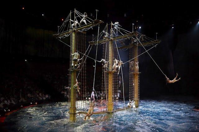 House of Dancing Water Ship Rope swing