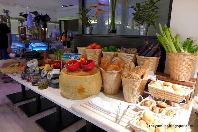 Gobo Chit Chat, Traders Hotel, Kuala Lumpur