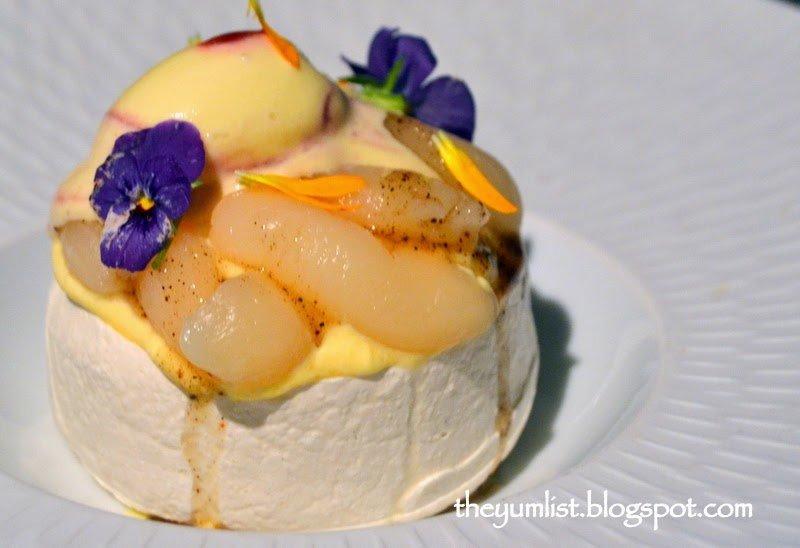 Pavlova with Fresh Seasoned Fruits