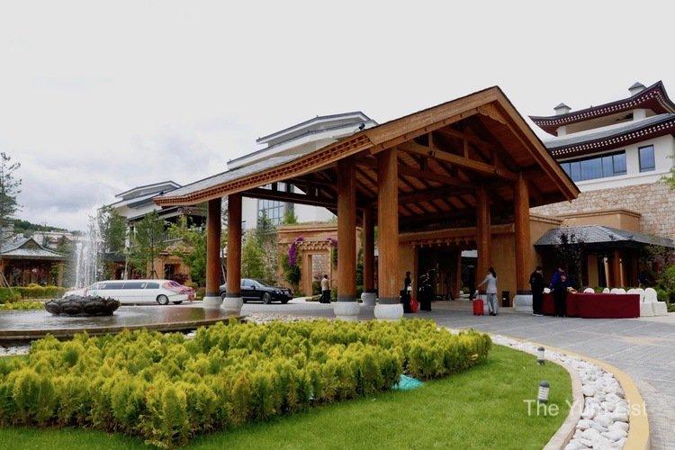 Entrance, Shangri-La Resort